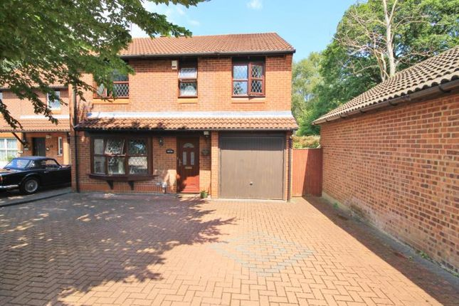 Thumbnail Semi-detached house to rent in Upton, Woking