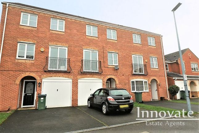 4 bed terraced house to rent in Sannders Crescent, Tipton