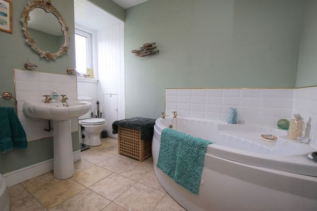 Bathroom of Old Kinglass Farmhouse, Borrowstoun Road, Bo'ness EH51