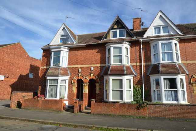 4 bed property for sale in York Road, Kettering