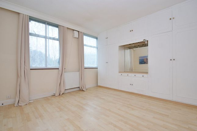 3 bed flat for sale in Western Avenue, London