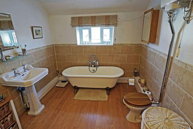 Classic Spacious Bathroom