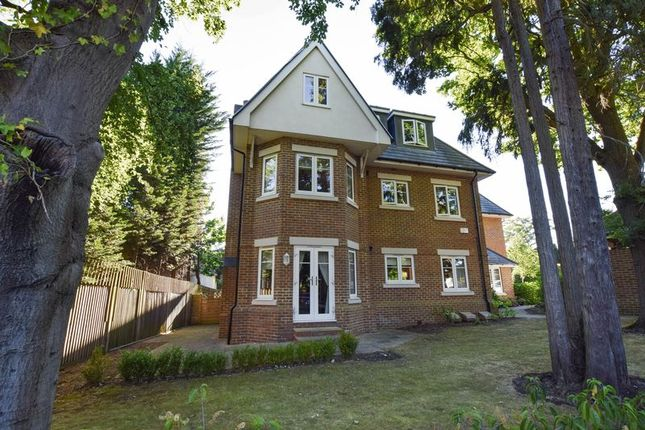 Thumbnail Flat for sale in The Avenue, Camberley