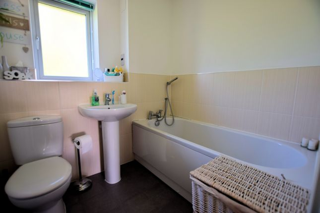 Bathroom of Elk Path, Three Mile Cross, Reading RG7