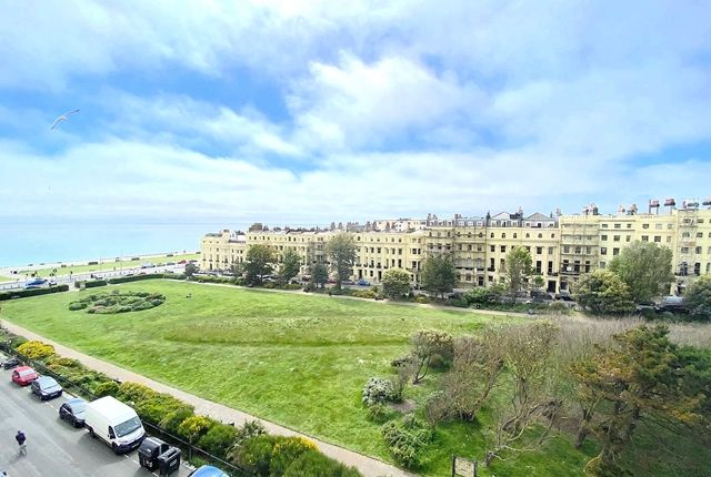2 bed flat to rent in Brunswick Square, Hove BN3