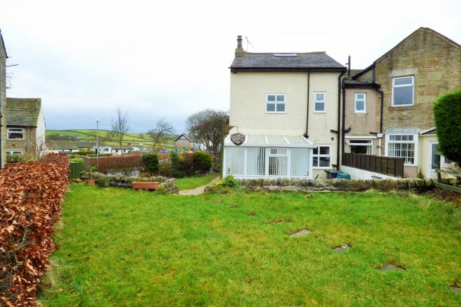 Thumbnail Cottage for sale in Emmott Lane, Laneshawbridge, Colne