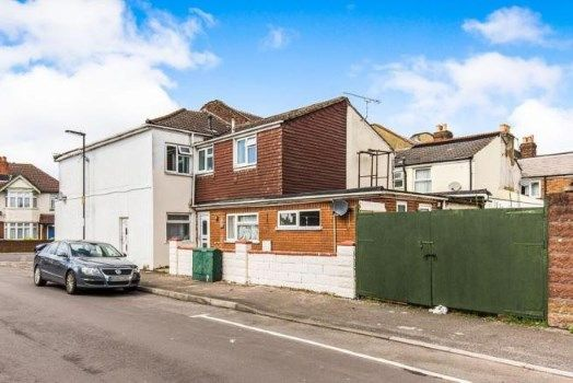 Thumbnail Maisonette for sale in Freemantle, Southampton, Hampshire