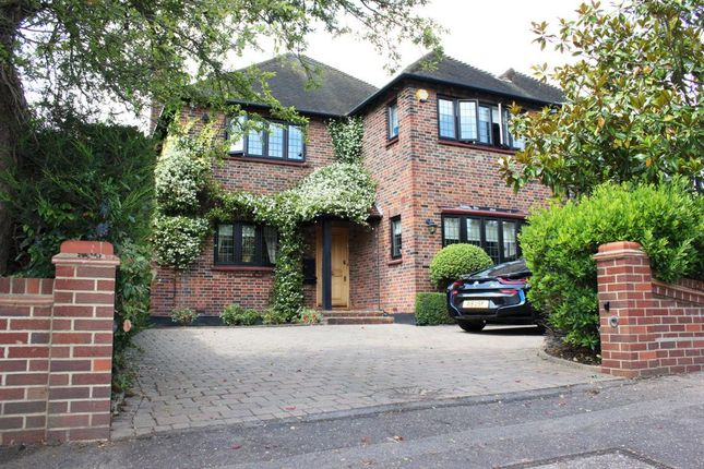 Thumbnail Terraced house to rent in Meadow Way, Chigwell
