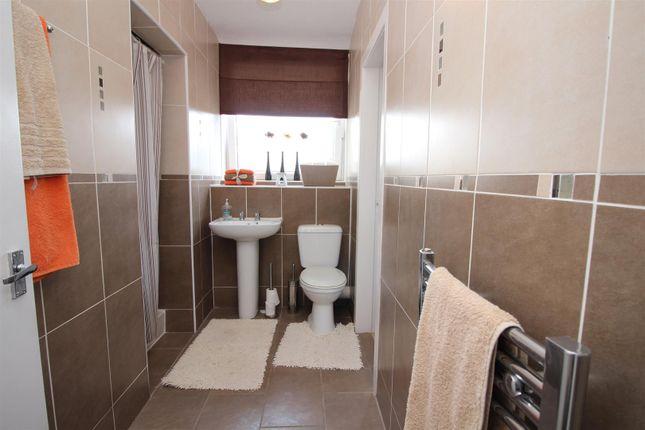 Bathroom of Customhouse Lane, Port Glasgow PA14