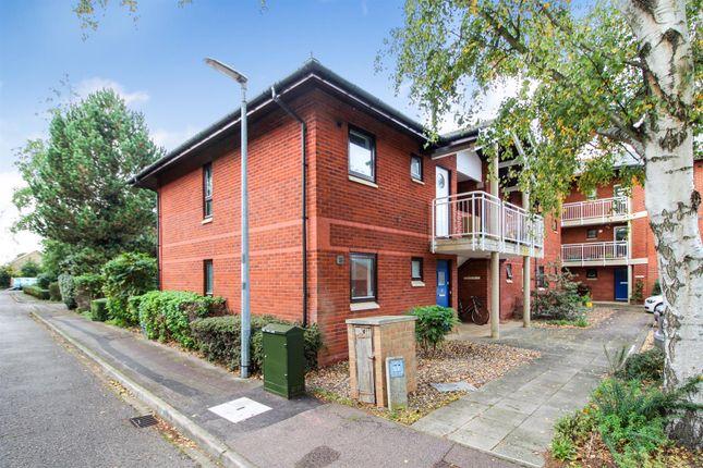 Thumbnail Flat to rent in Robert Jennings Close, Cambridge