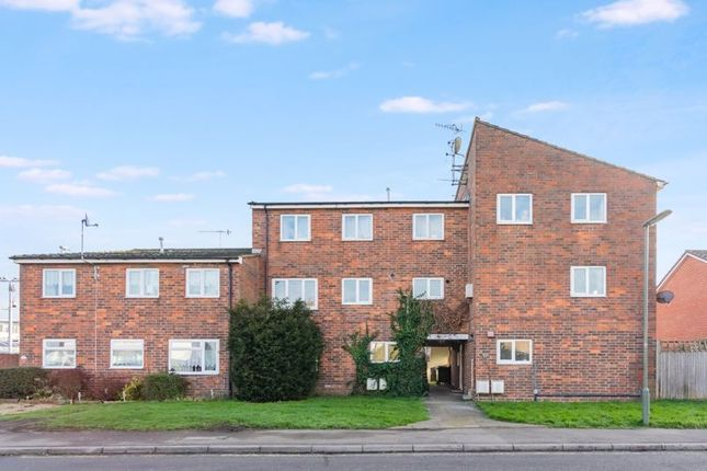 Thumbnail Maisonette for sale in The Drive, Horley, Surrey
