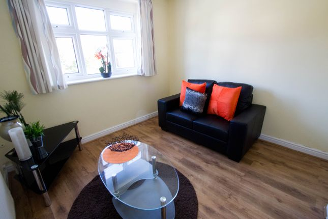Thumbnail Flat to rent in Tinshill Road, Cookridge, Leeds