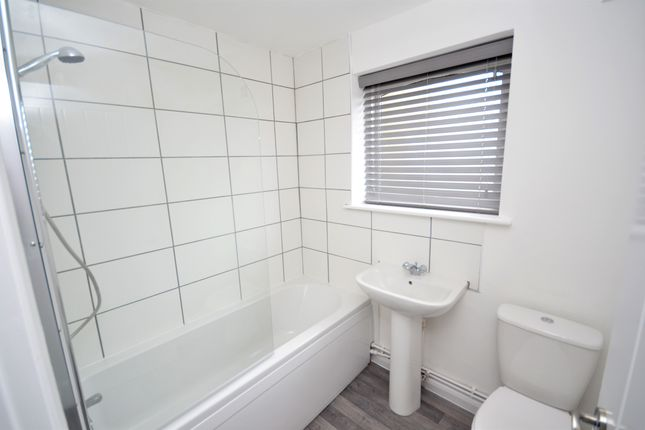 Bathroom of Wellington Court, Grimsby DN32