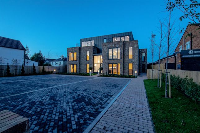 Thumbnail Property for sale in Dedworth Road, Windsor