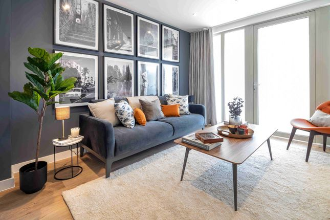 Flat for sale in Knights Road, Silvertown, London