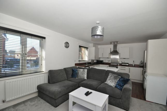 Thumbnail Flat to rent in Woodview Way, Caterham