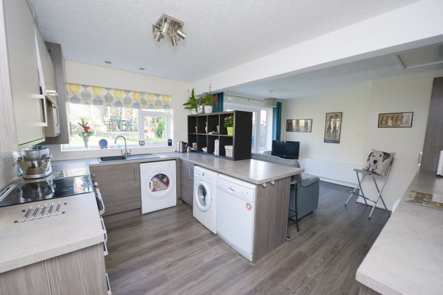 Thumbnail Detached bungalow for sale in Brearley Avenue, New Whittington, Chesterfield