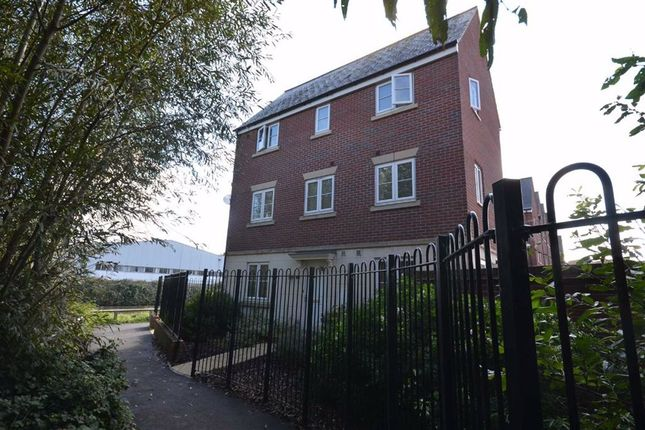 Thumbnail Town house for sale in Towpath Road, Hempsted, 5
