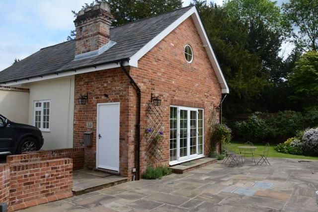Thumbnail Cottage to rent in Lovel Lane, Winkfield, Windsor