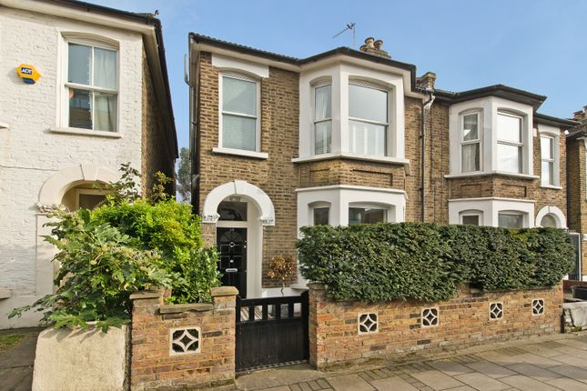 Thumbnail Property for sale in Hartfield Crescent, London