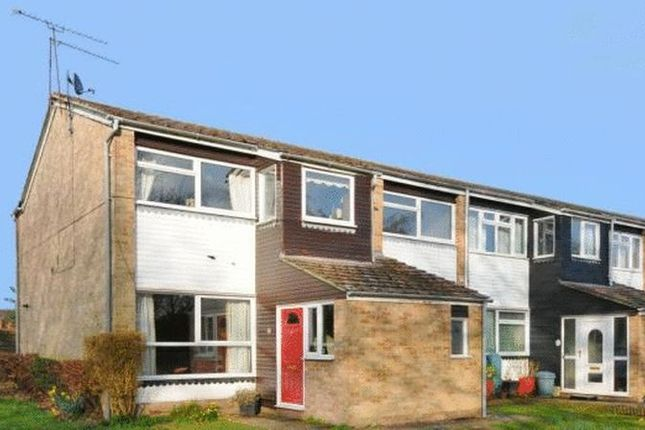 Thumbnail Flat to rent in Rickman Close, Woodley, Reading