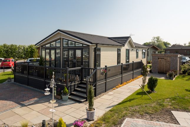 Thumbnail Mobile/park home for sale in Minskip Road, Boroughbridge, York