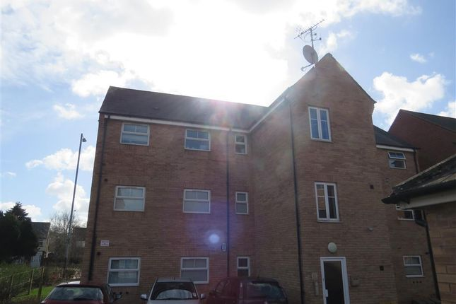 Thumbnail Flat to rent in Dunster Close, Rugby