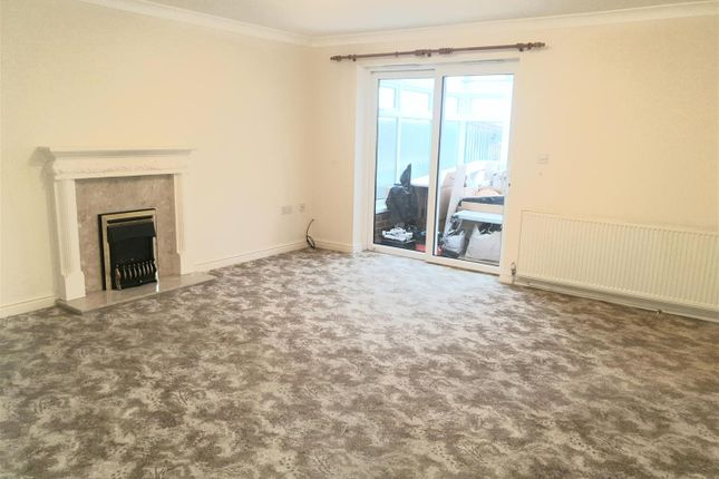 Lounge of Linden Road, Creswell, Worksop S80