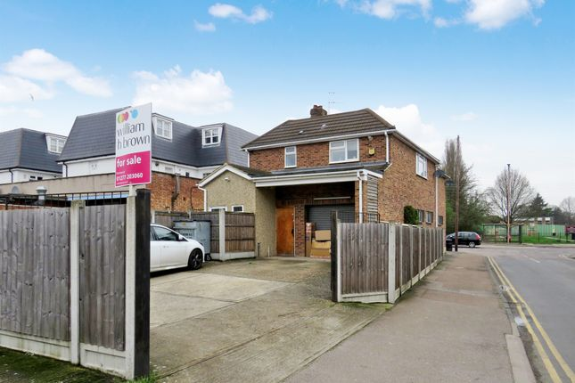 Thumbnail Flat for sale in Rayleigh Road, Hutton, Brentwood