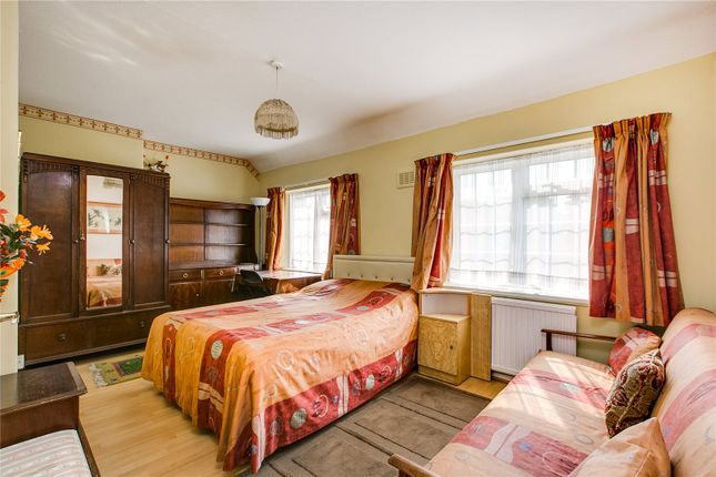 Flat to rent in Viola Square, London