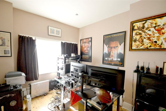 Picture No. 12 of Fryston Avenue, Croydon CR0