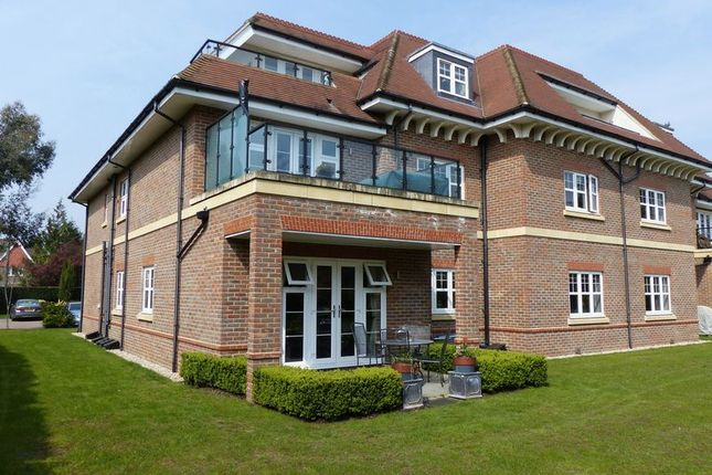 Thumbnail Flat for sale in Shoppenhangers Road, Maidenhead