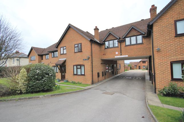 Thumbnail Flat to rent in Main Road, Naphill, High Wycombe