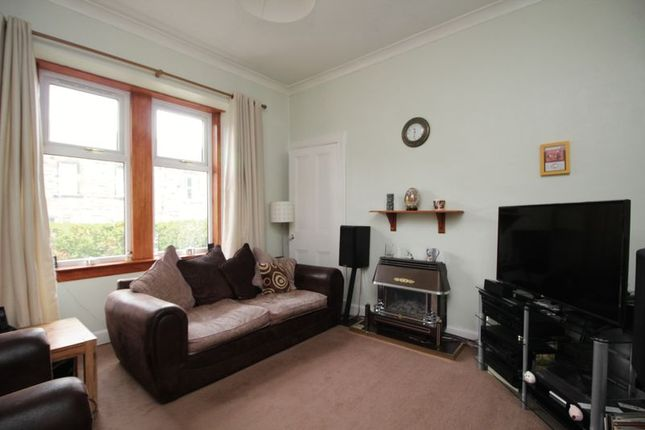 Lounge of Harcourt Road, Kirkcaldy KY2