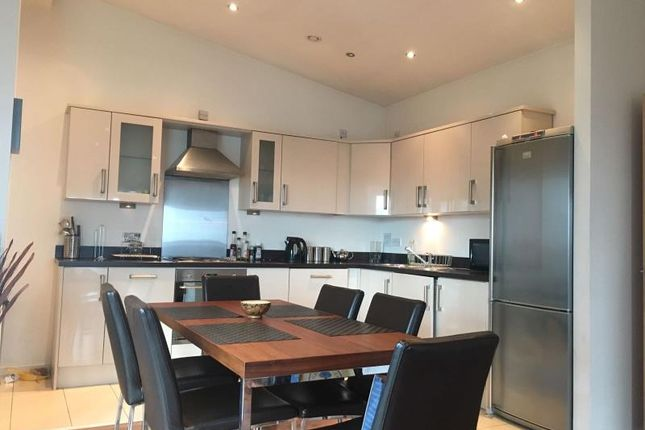 2 bed flat to rent in Masshouse Plaza, Birmingham