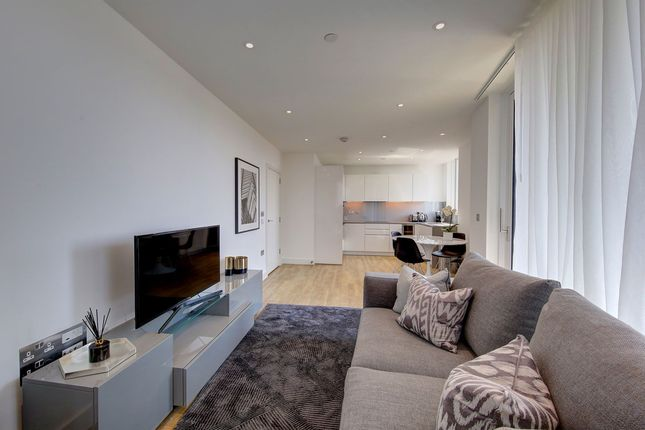 2 bed flat to rent in Wandsworth Road, London