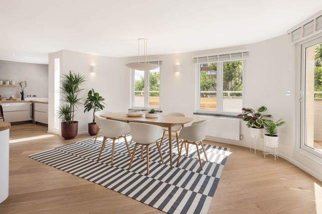 Flat to rent in Melbury Road, London