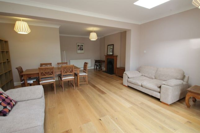 4 bed semi-detached house to rent in Brent Way, London