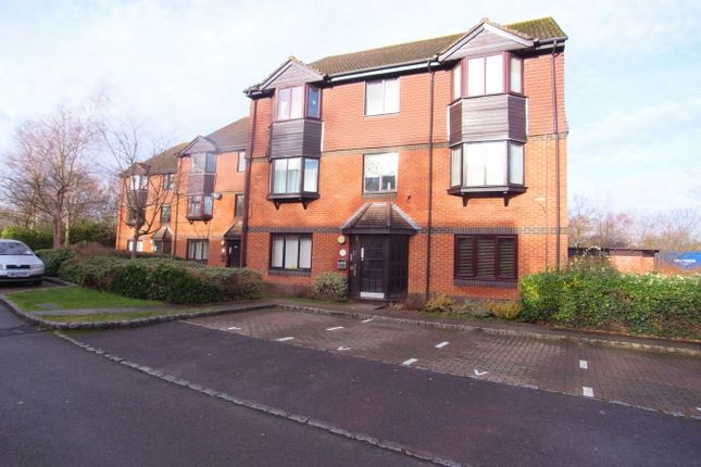 Thumbnail Maisonette to rent in Foxhills, Horsell, Woking