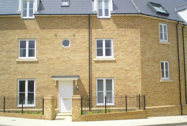 Thumbnail Flat to rent in Northfield Road, Madley Park, Witney, Oxon