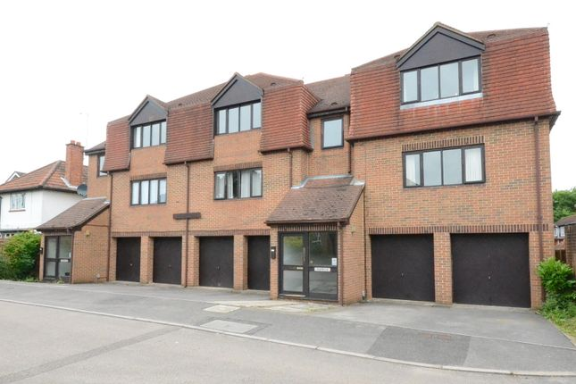 Thumbnail Flat to rent in Osborne Road, Wokingham