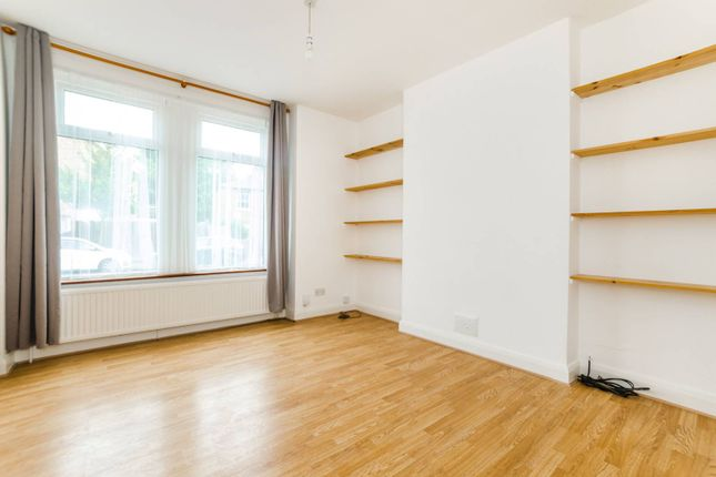 3 bed property to rent in Clyde Circus, Tottenham