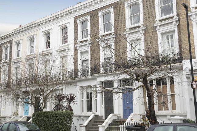 2 bed flat for sale in Thorne Road, London