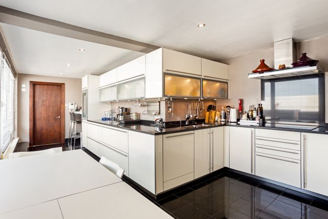 Thumbnail Flat to rent in Bishops Wharf House, Battersea