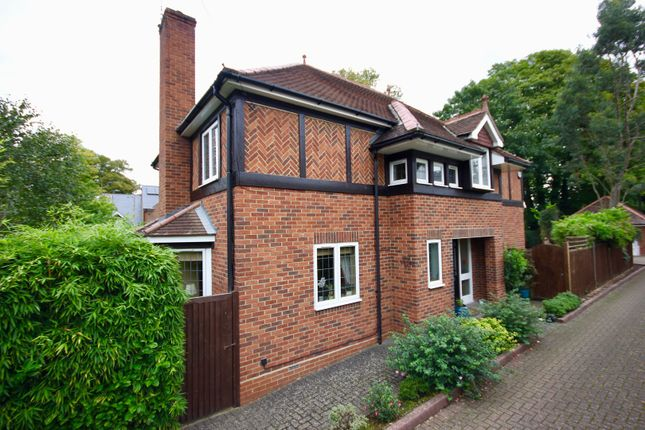 Thumbnail Detached house for sale in Cedar Road, Berkhamsted