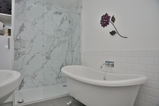 Master En Suite of Hest Bank Lane, Slyne, Lancaster LA2