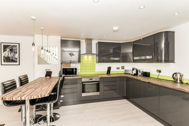 Thumbnail Town house for sale in London Road, Royston