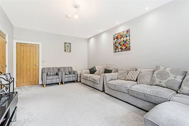 Lounge New House of Birstall Road, Birstall, Leicester, Leicestershire LE4