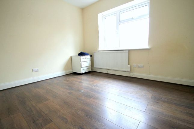 Thumbnail Shared accommodation to rent in Lothian Avenue, Hayes