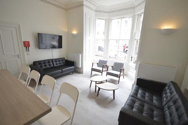 Thumbnail Flat to rent in Bernard Terrace, Edinburgh